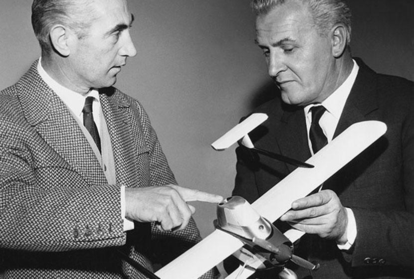 1964. Franco Belgiorno-Nettis discusses the Airtruk with its designer, Luigi Pellarini.