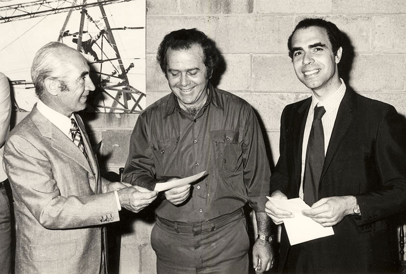 1980 Franco, Transfield's Sculpture foundrymaster E. Griplas and judge Paolo Totaro.