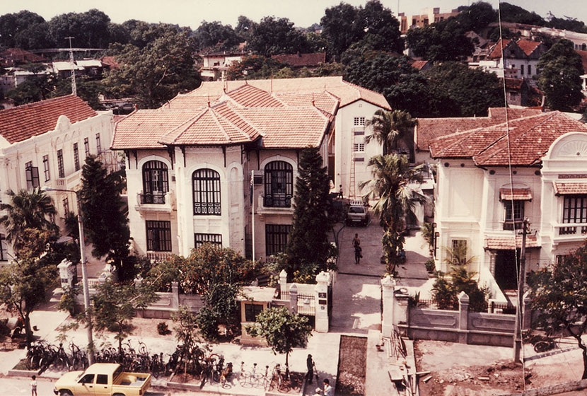 1990. The Australian Embassy in Hanoi, Vietnam, after its refurbishment by Sabemo.