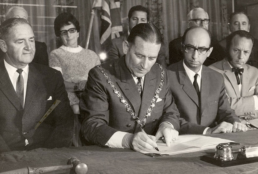 1970. The Lord Mayor of Perth signs the contract for the construction of the Concert Hall.