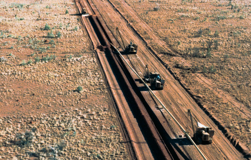 1986. Pipeline construction near Alice Springs, for N.T. Gas Pty Ltd.