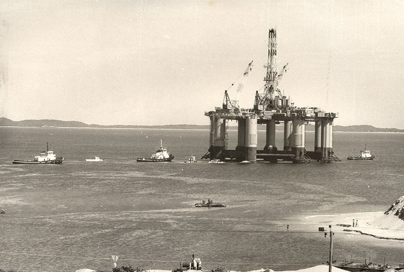 1975. The oil rig Ocean Endeavour after the launch.