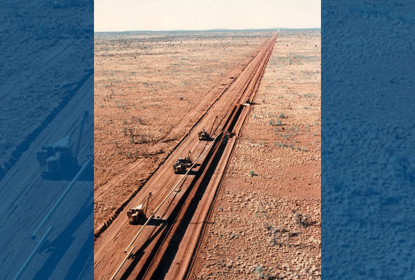 1996. Aerial view of pipeline construction near Alice Springs, Northern Territory, for N.T. Gas Pty Ltd.