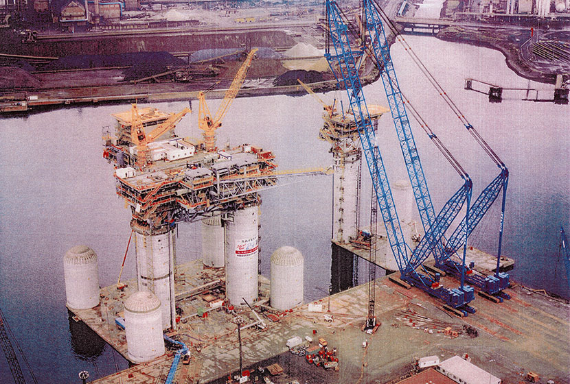 1996. West Tuna and Bream B Project, Port Kembla. Construction of the rigs.