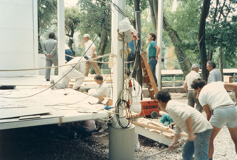 1988. Finishing touches before the official opening of the Australian Pavilion.