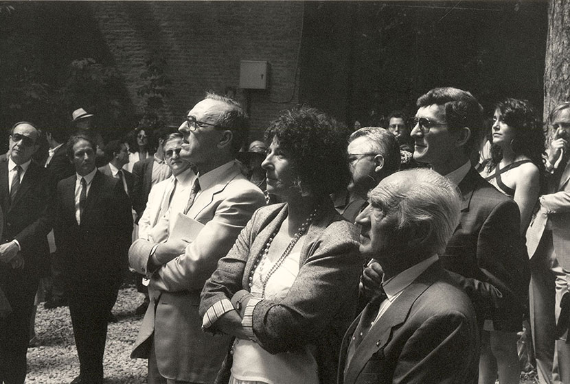 1988. Opening day of the Australian Pavilion at the Biennale of Venice. Franco in the crowd.
