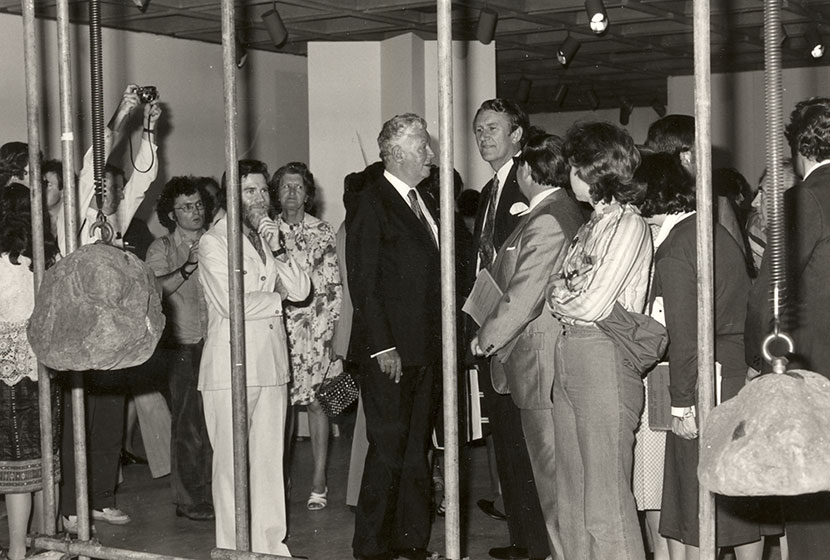 1976. Biennale of Sydney. Prime Minister Malcolm Fraser caged in the artwork by James Pomeroy.